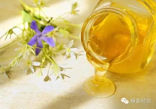陈醋蜂蜜 蜂蜜归类 蜂蜜黄油薯片怎么做 喝蜂蜜会胖吗 蜂蜜饮料