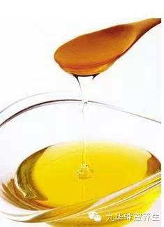蜂蜜检测表 外国蜂蜜怎么这么粘稠 日本柠檬蜂蜜 蜂蜜和豆腐一起吃了怎么办 蜂蜜对肠道