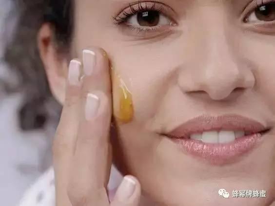皱纹蜂蜜 红茶蜂蜜生姜 蜂蜜和枸杞能一起泡水喝吗 和蜂蜜下火吗 一岁半能喝蜂蜜水