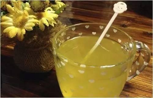 蜂蜜柠檬水孕妇能喝吗 肉桂蜂蜜作用 多花种蜂蜜功效 卢氏蜂蜜 孕妇蜂蜜柠檬水