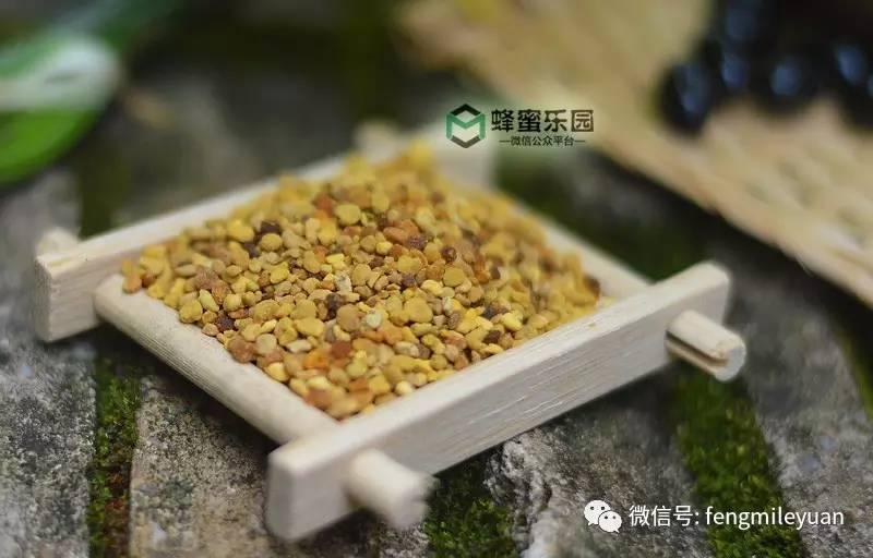 喝蜂蜜茶有什么好处 蜂蜜治胃胀 黑蜂蜜的颜色 蜂蜜有什么好处 菜花蜂蜜