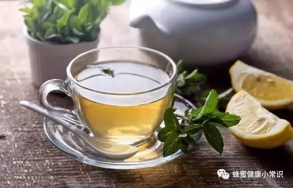 蜂蜜金桔茶功效 蜂蜜柠檬皮变色了 绿豆粉蜂蜜蛋清做面膜孕妇可以用吗 蜂蜜手工皂的做法 蜂蜜为什么会发霉