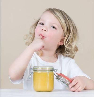 蜂蜜罐 用蜂蜜怎么美白 姜泡蜂蜜水 蜂蜜大蒜是久经不衰的长寿秘方 蜂蜜对血糖高