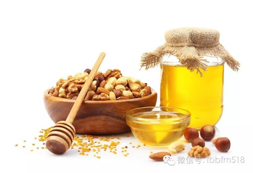蒸木瓜蜂蜜 蜂蜜柠檬果酱 芹菜汁和蜂蜜的副作用 蜂蜜苦 肚子疼可以喝蜂蜜水吗