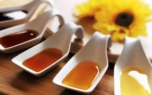 蜂蜜结晶过程图 蜂蜜需求量 卵巢囊肿能吃蜂蜜吗 油和蜂蜜 如何饮用蜂蜜