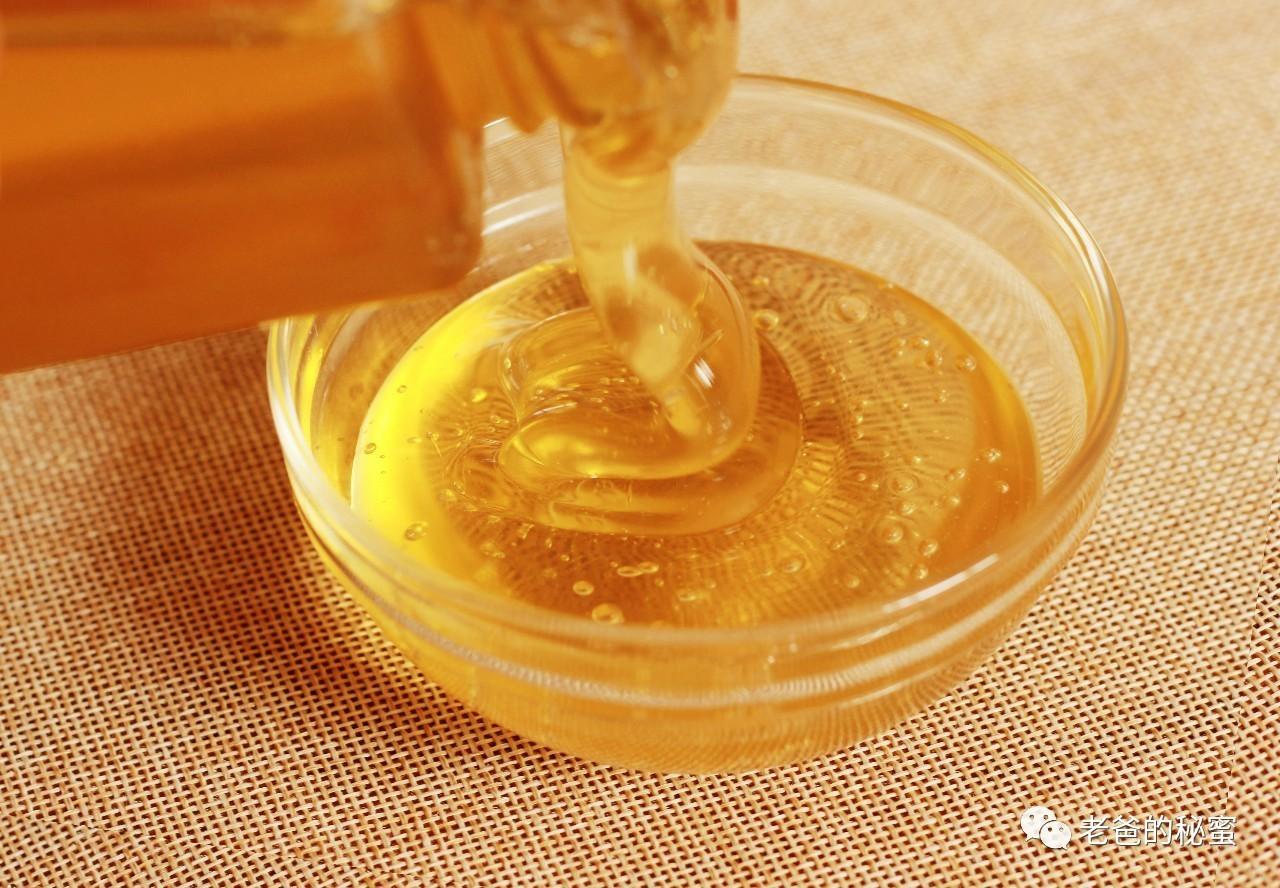 蜂蜜辣 养蜂 蜂蜜加白醋的比例 宝宝能不能喝蜂蜜水 颗粒状蜂蜜图片