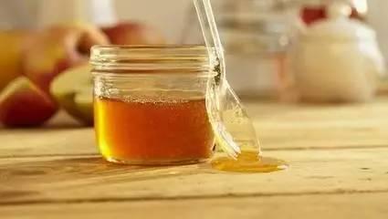 喝蜂蜜吃鸡蛋 蜂蜜属于碱性还是酸性 澳洲蜂蜜牌子 上面是蜂蜜 市场上的蜂蜜哪种好
