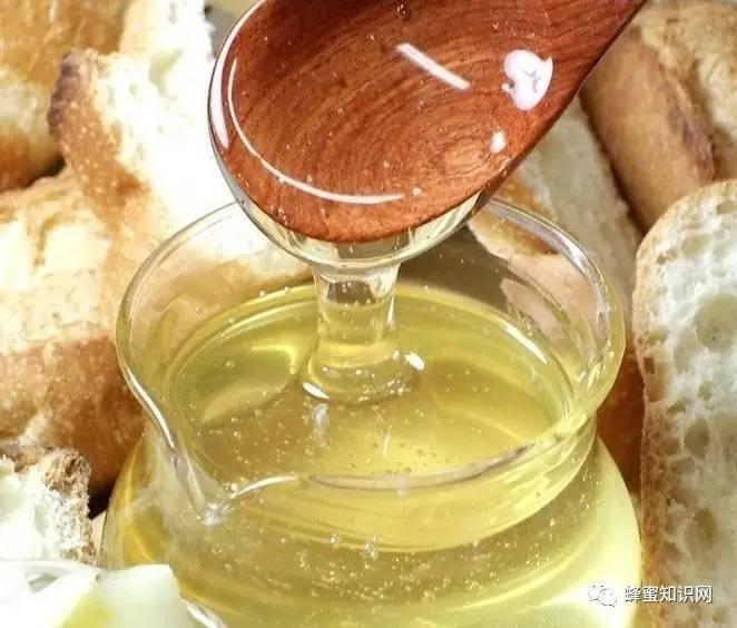 煎鸡胸肉蜂蜜 喝蜂蜜茶有什么好处 姜汁蜂蜜水怎么做 蜂蜜会过期吗 花生红枣蜂蜜水止咳吗