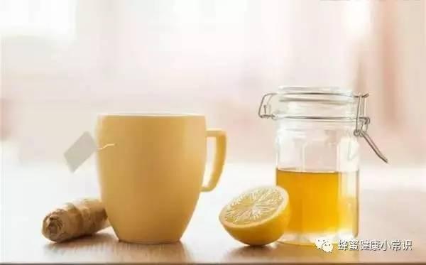 姜汤蜂蜜水的作用 感冒蜂蜜能喝吗 蜂蜜时间久了还能吃吗 叶氏蜂蜜 梨加蜂蜜