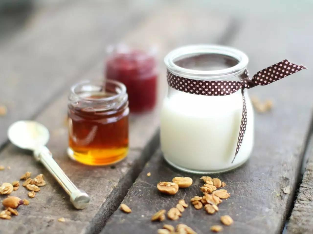 怎样区分真假蜂蜜 蜂蜜与白色樱草 香蕉怎样和蜂蜜吃啊 蜂蜜药用价值 蜂蜜的作文