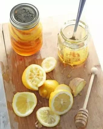 老山洋槐蜂蜜咸菜味 药店的蜂蜜是真的么 什么蜂蜜保肝 肾结石喝蜂蜜水 黑蜂蜜是什么