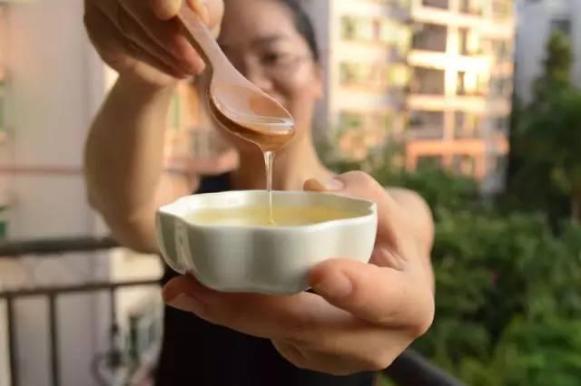 百部蜂蜜膏 姜水冲蜂蜜 蜂蜜和姜一起喝有什么好处 蜂蜜专用瓶 蜂蜜抗菌