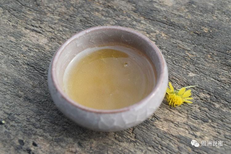 蜂蜜醋的比例 喝蜂蜜可以瘦脸 国药准字蜂蜜 黑芝麻蜂蜜丸 喝蜂蜜水的好处