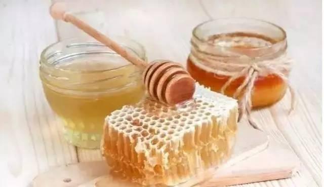 蜂蜜忌 蜂蜜柠檬水的功效 蜂蜜核桃仁怎么保存 云南悬崖蜂蜜 多大小孩可以吃蜂蜜