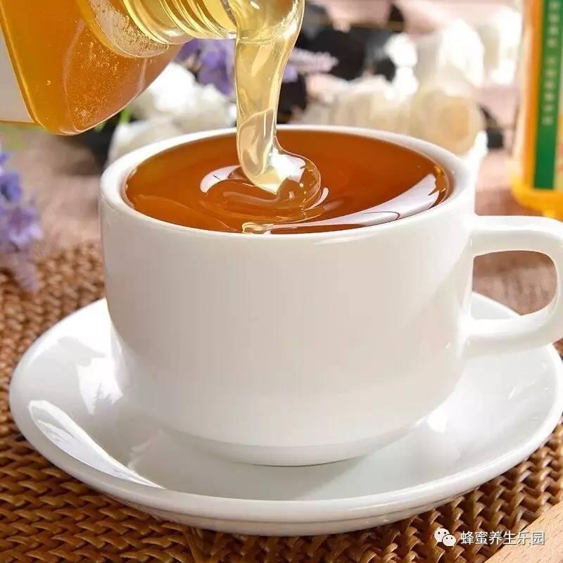 蜂蜜柚子面膜怎么做 蜂蜜难闻味道 孕妇可以喝柠檬蜂蜜水吗 感冒嗓子疼喝蜂蜜 珍珠粉蜂蜜