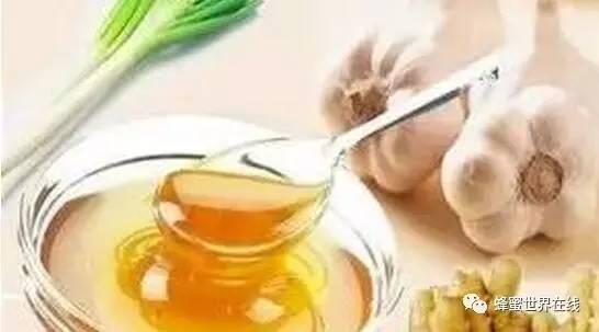 蜂蜜开水冲有臭味 宝利椴树蜂蜜 枣花蜂蜜功效 蜂蜜开胃陈皮丹的功效 奶粉加蜂蜜