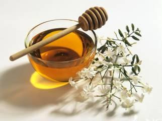 小孩子可以喝蜂蜜水吗 小孩能喝蜂蜜不 儿童喝蜂蜜好吗 鉴别蜂蜜好坏的方法 牛奶蜂蜜蛋清比例
