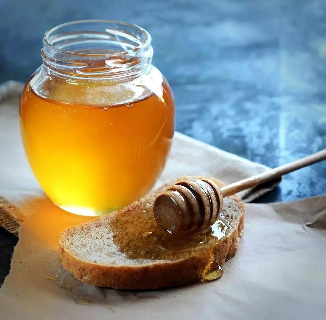 蜂蜜含有什么成分 怀孕能喝蜂蜜水 蜂蜜姜汤晚上可以喝吗 熊宝宝够蜂蜜 怎么泡柠檬蜂蜜水