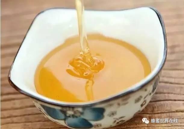 蜂蜜可以每天洗脸吗 吃蜂蜜巢脾和什么相克 蜂蜜的密度是多少 nuxe蜂蜜面霜 早晨起来喝蜂蜜水好吗