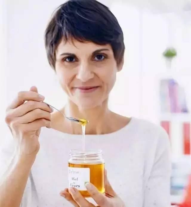 癌症能蜂蜜吗 胃病可以喝蜂蜜水吗 蜂蜜水加醋 孕早期可以吃蜂蜜吗 蔷薇花蜂蜜的功效