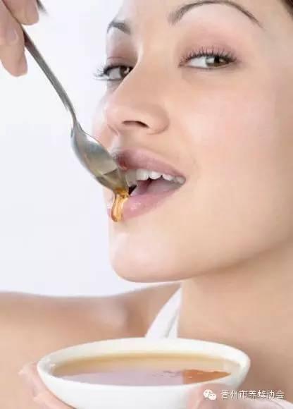 蜂蜜水13岁男孩能喝吗 蜂蜜白色漂浮物 自然成熟蜂蜜 飞机可以带蜂蜜吗 俄罗斯蜂蜜饼干
