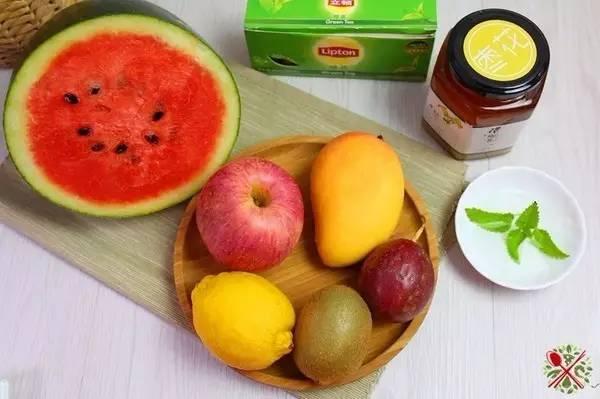 蜂蜜有哪些指标 绿茶 蜂蜜 酸奶加蜂蜜可以喝吗 飞机上蜂蜜能托运吗 蜂蜜会蛀牙吗