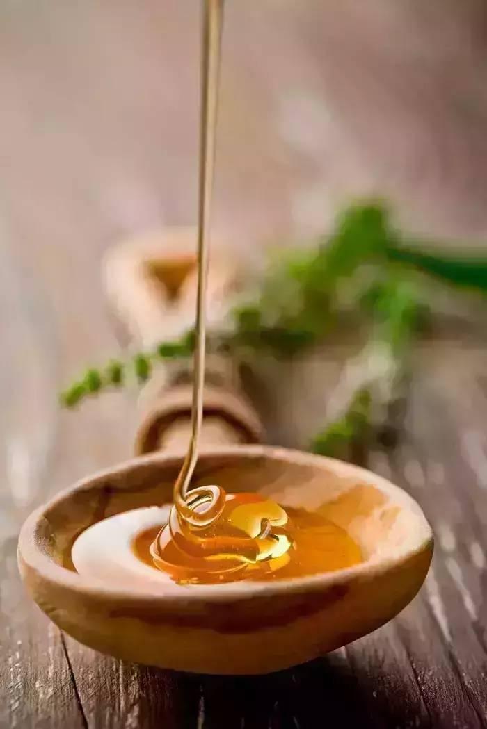 生姜加蜂蜜能减肥吗 2斤装蜂蜜瓶 表面刷蜂蜜 晚上只喝蜂蜜水 老山蜂蜜怎么样