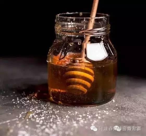 怎么分辨蜂蜜的好坏 蜂蜜起泡能吃吗 蜂蜜箱子怎么做 金银花蜂蜜的功效与作用 蜂蜜芝麻片