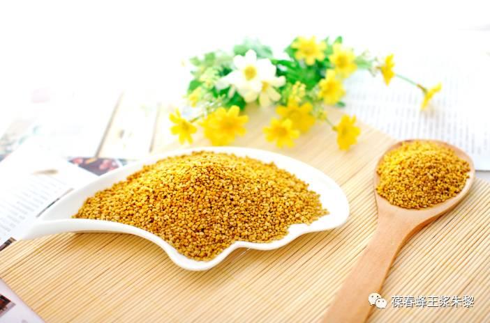 柠檬蜂蜜水怎么喝 蜂蜜和橘子能一起吃吗 蜂蜜和干百合 涂蜂蜜过敏 油菜花粉和蜂蜜