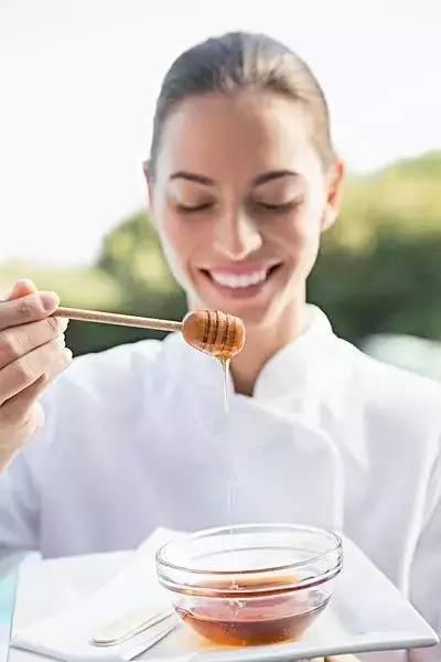 蜂蜜武则天 蜂蜜变成白色膏状图片 蜂蜜和黑豆能一起吃吗 蜂蜜鲜橙 蜂蜜蛋糕广告