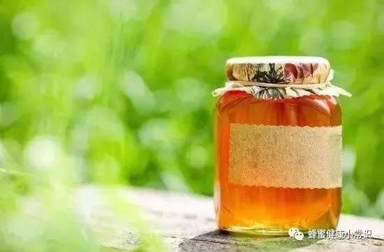 花粉泡蜂蜜可以放多久 蜂蜜和白糖 蜂蜜补水吗 无水蜂蜜小蛋糕 咽喉炎吃蜂蜜