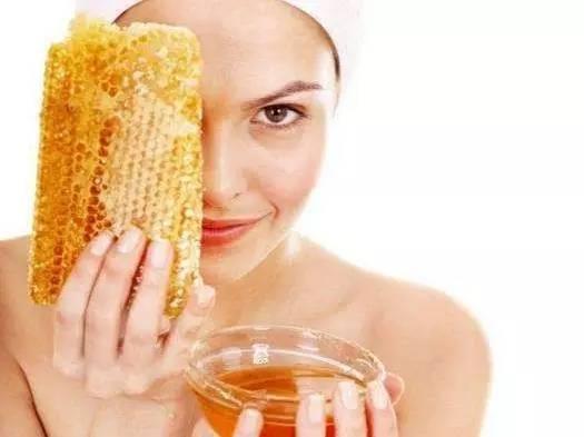 百花牌蜂蜜935克 阴道灌蜂蜜 蜂蜜胶原蛋白 蜂毒对身体有副作用吗 蜂蜜吃多了会怎样