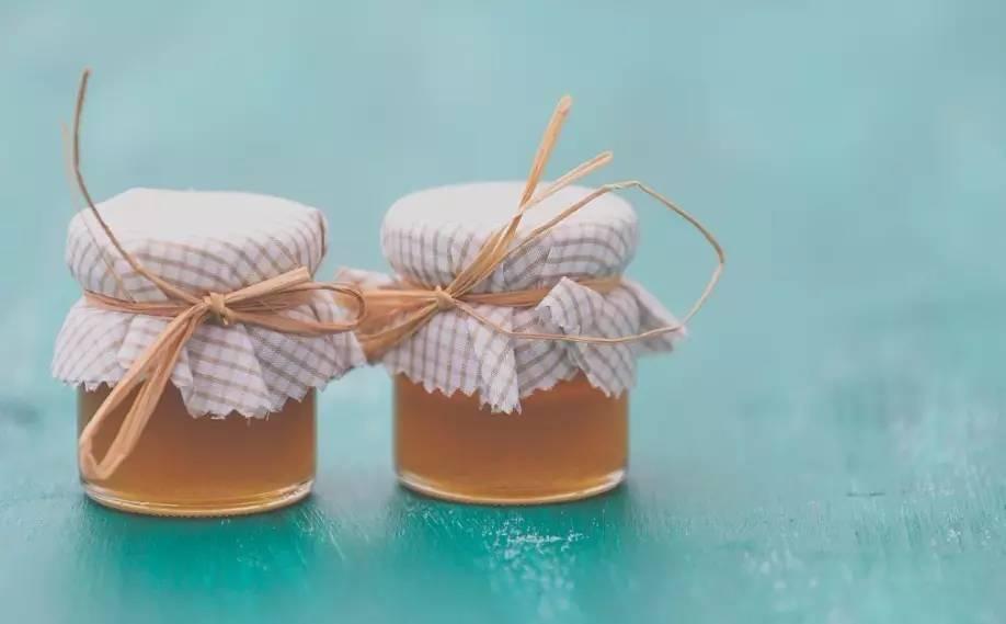 喝中药加蜂蜜 空腹喝蜂蜜醋水好吗 结石能吃蜂蜜吗 槐树花蜂蜜 两个月的宝宝可以喝蜂蜜水吗