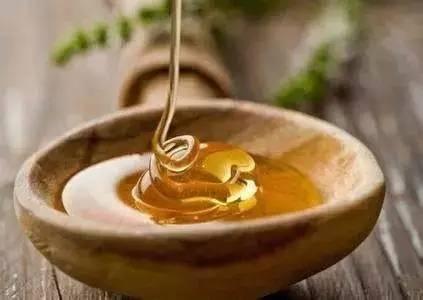 蜂蜜能和花生一起吃 西瓜霜蜂蜜 女人蜂蜜 孕妇吃洋槐蜂蜜 白醋蜂蜜