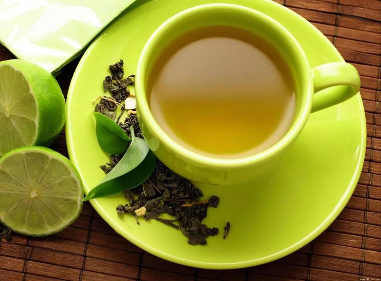 柠檬蜂蜜起泡 罗浮山蜂蜜在哪买 天然蜂蜜多少钱一斤 孕妇能喝枣花蜂蜜吗 蜂蜜百合花茶