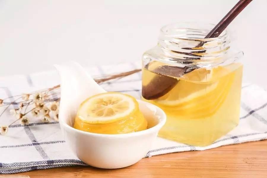 蜂蜜和香蕉 体寒的人能喝蜂蜜水吗 蜂巢蜜比蜂蜜贵吗 男人蜂蜜 红茶姜片蜂蜜能减肥吗