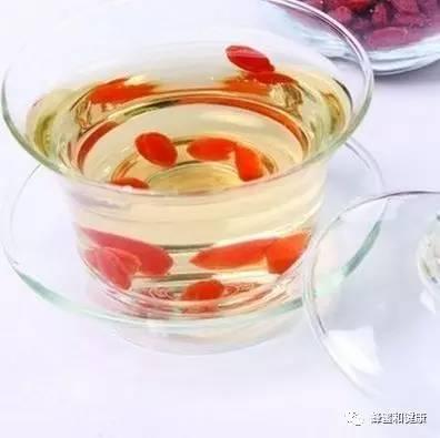做面膜用什么蜂蜜 老巢蜂蜜 麦卢卡蜂蜜10 金桔蜂蜜茶的做法 蜂蜜泡柠檬多久可以喝