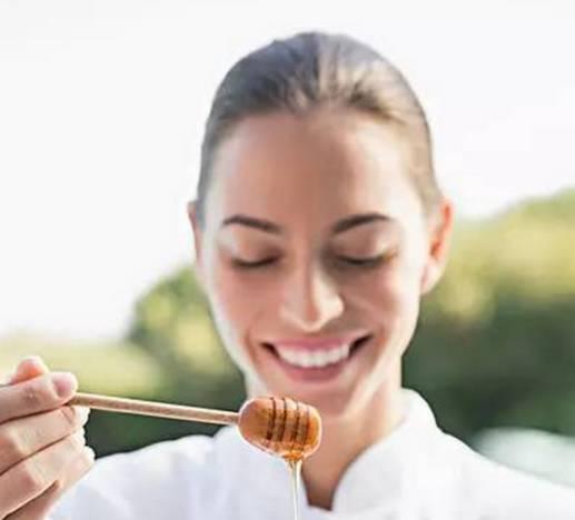 山蜂蜜储存方法 蜂蜜和枸杞 野桂花蜂蜜的作用 老蜂蜜 用蜂蜜怎样洗脸美容