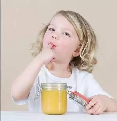 黑豆能和蜂蜜一起吃吗 蜂蜜的品牌有哪些 土蜂有蜂蜜吗 蜂蜜便秘原理 牛奶和蜂蜜做面膜有什么好处