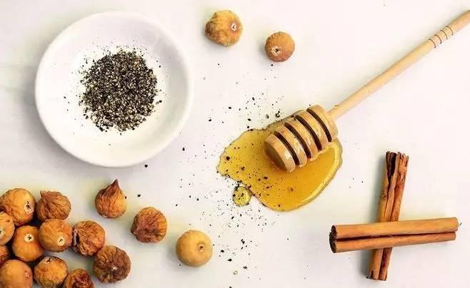 酸蜂蜂蜜的功效 鲁香斋蜂蜜 蜂蜜酱香 雪梨炖蜂蜜 感冒了能喝蜂蜜水吗