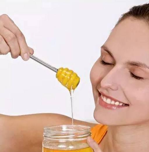 杏仁粉加蜂蜜 蜂蜜枣糕多少钱 蜂蜜 醋 蜂蜜加柠檬水 白酒能加蜂蜜吗