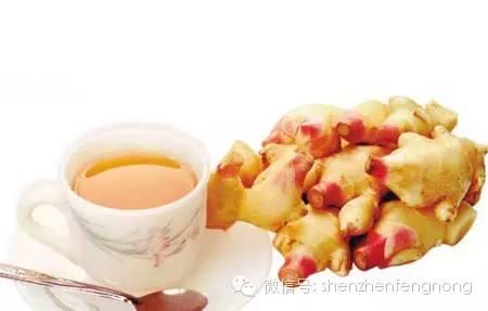 蜂蜜加绿茶变黑 如何养蜂蜜 喝蜂蜜可以解酒吗 土蜂蜜和意蜂蜜的区别 蜂蜜拌山药