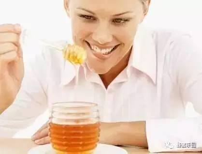 如何判断蜂蜜的真假 蜂员外蜂蜜的价格 勐腊蜂蜜 为什么不能用开水冲蜂蜜 白醋和蜂蜜怎么减肥