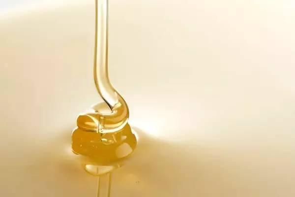 草庐蜂蜜价钱 吃大葱能喝蜂蜜水吗 蜂蜜与四叶草漫画 济南汪氏蜂蜜价格 奶浴加蜂蜜