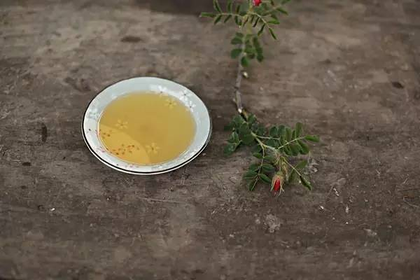 孕妇分娩喝蜂蜜水 3岁宝宝能喝蜂蜜水吗 蜂蜜怎么 吃 宁蒙泡蜂蜜需的去皮吗 蜂蜜喝多了好不好