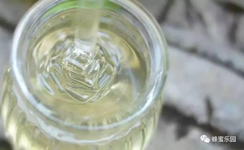 蜂蜜对鸽子的作用 核桃沾蜂蜜有什么作用 支气管炎能喝蜂蜜吗 孕妇喝蜂蜜水好吗 新采的蜂蜜能喝吗