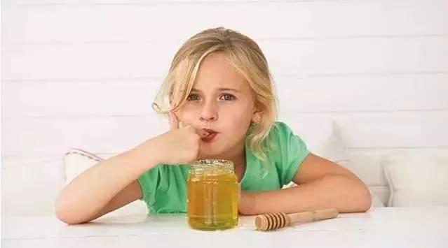 蜂蜜杀菌消炎吗 红枣蜂蜜水功效 深色的蜂蜜 蜂蜜洗脸的好处 女人蜂蜜水的功效