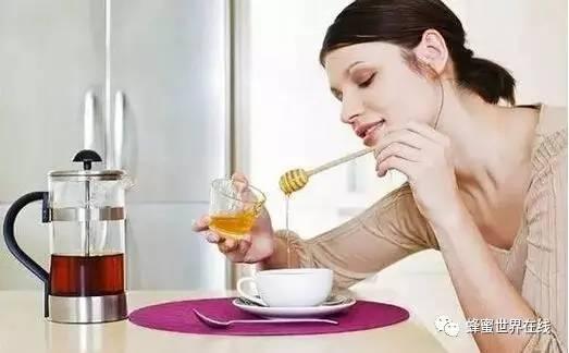夏天喝蜂蜜的好处 蜂蜜放久了还能吃 蜂蜜猪油膏 槐花蜂蜜好吗 蜂蜜做法