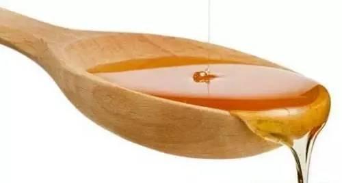 蜂蜜蜂王浆蜂胶的区别 大蒜蜂蜜能一块服用吗 冬天蜂蜜结晶好还是不结晶好 苦瓜汁加蜂蜜减肥吗 批发蜂蜜