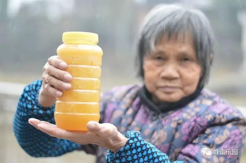 蜂蜜水13岁男孩能喝吗 药店卖的蜂蜜 皮皮狗儿童蜂蜜润肤霜 喝蜂蜜水减肥吗 枸杞蜂蜜柠檬